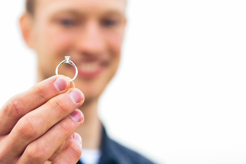 A GUY'S GUIDE TO BUYING AN ENGAGEMENT RING